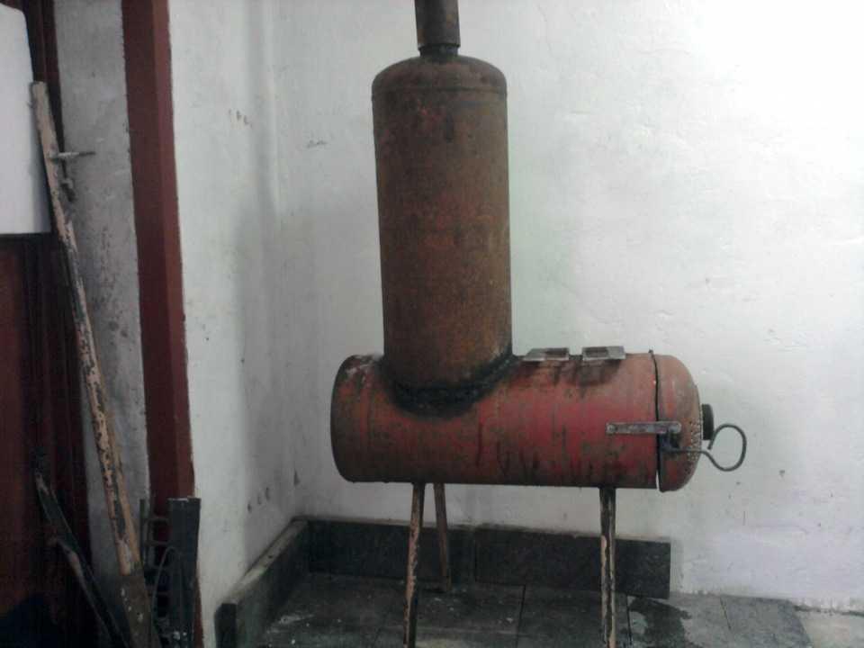 Буржуйка длительного горения на дровах из газового баллона своими руками