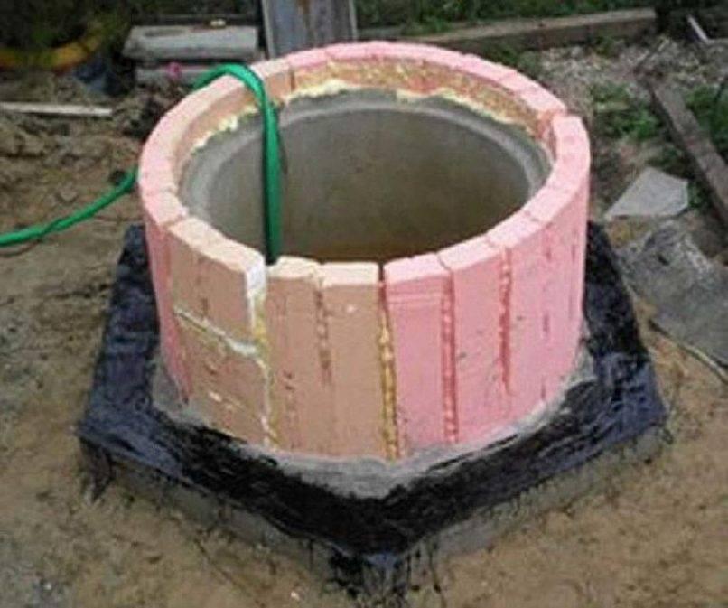 Как утеплить колодец из бетонных колец на зиму: технология, способы, материалы и отзывы