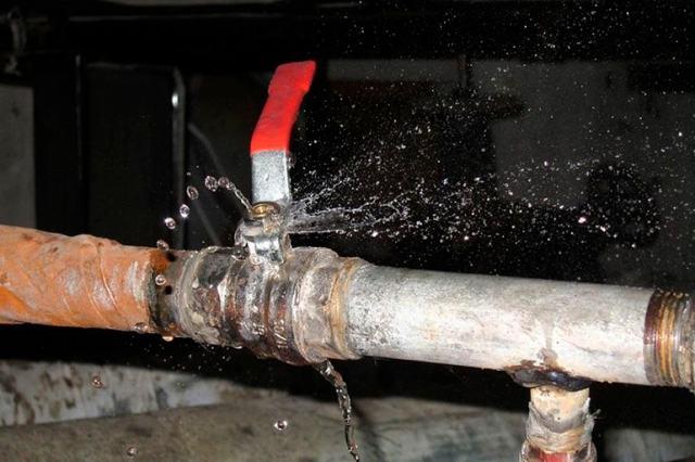 Как убрать конденсат с труб холодной воды – устранение причин и последствий