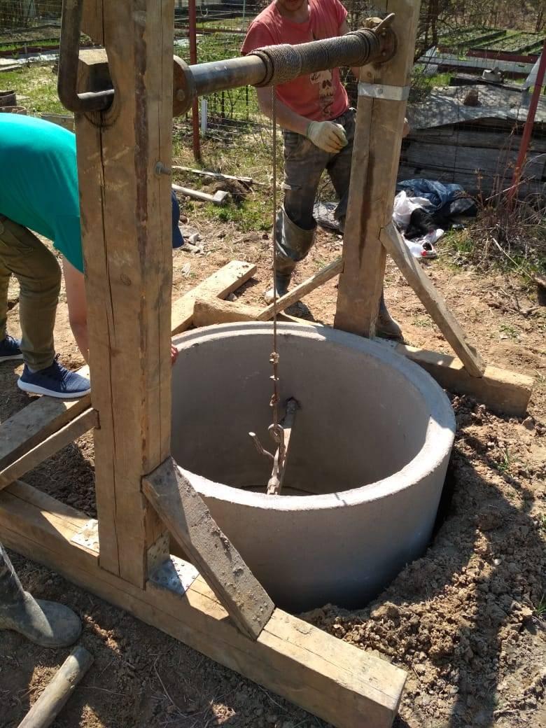 Копка колодцев своими руками: как правильно выкапывать ямы под них вручную, видео