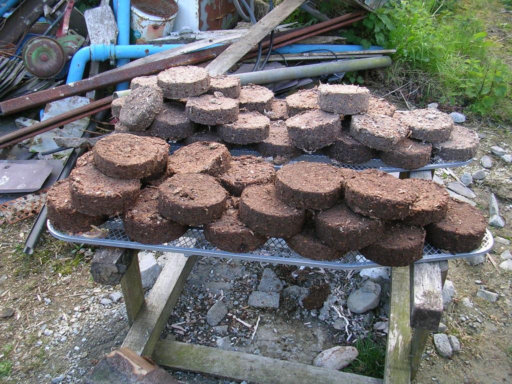 Использование топливных брикетов: плюсы и минусы, виды, технология производства, чем лучше обычных дров