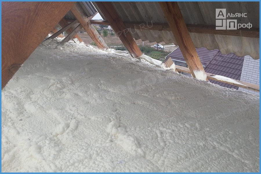 Утепление крыши опилками – особенности технологии