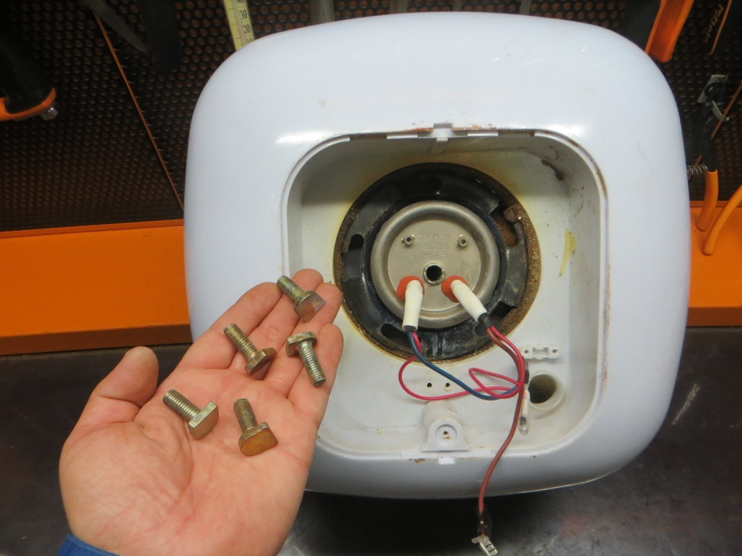 Как демонтировать водонагреватель своими руками и как снять сенсорный экран и термометр с водонагревателя