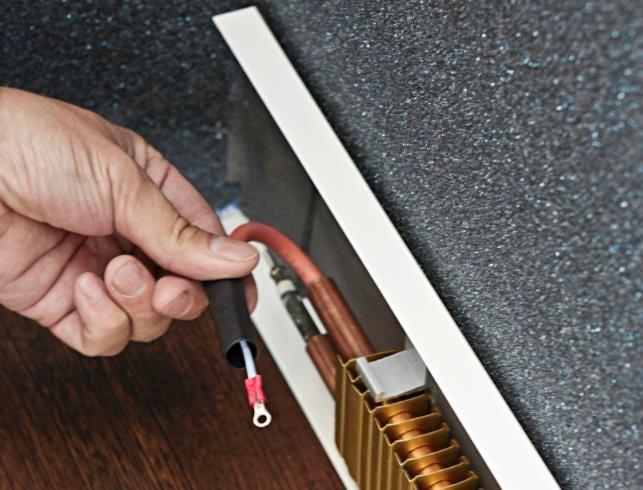 Как сделать водяной теплый плинтус своими руками?