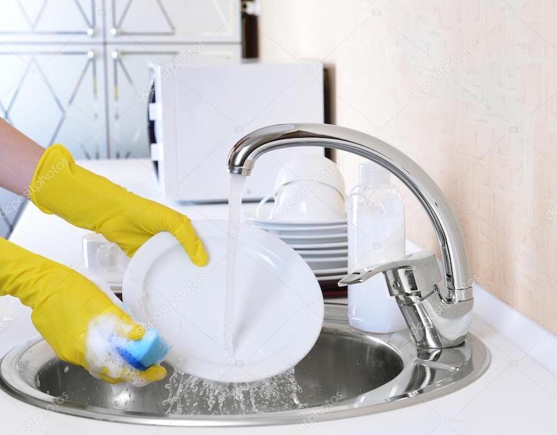 Как быстро помыть посуду руками?