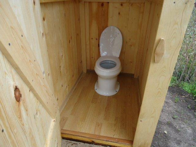 Туалет на даче с унитазом: как сделать и установить самостоятельно