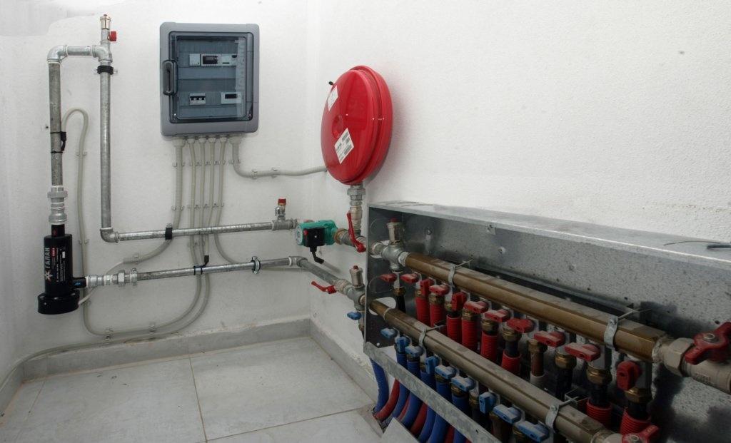 Теплый пол в частном доме, коттедже. какой лучше: водяной, электрический или инфракрасный?