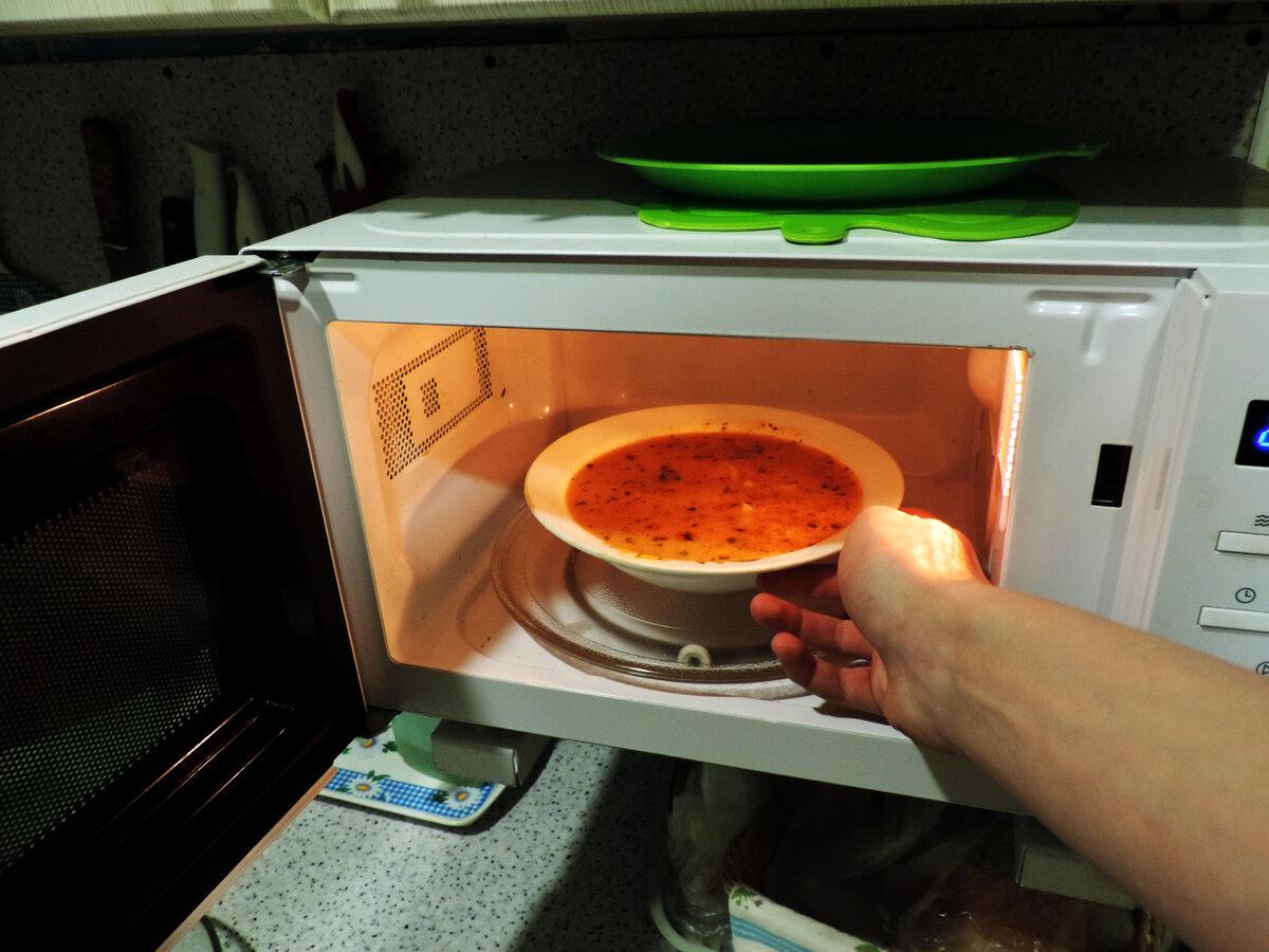 Можно ли вскипятить воду в микроволновой печи