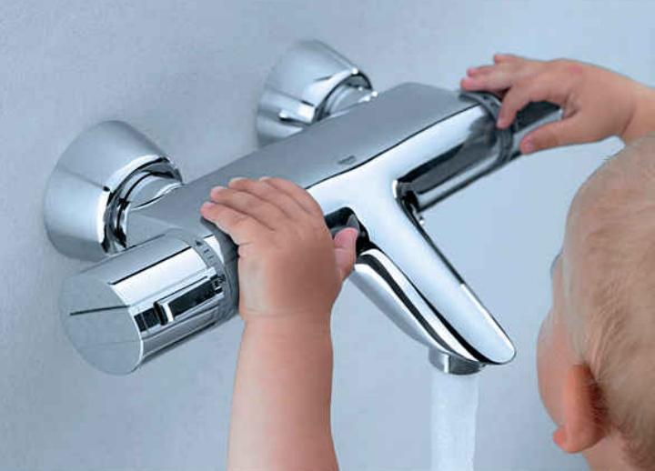 Смеситель для ванной с термостатом и душем: виды, устройство, монтаж своими руками