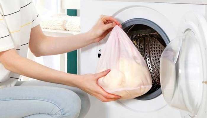 Как стирать шторку для ванны: при какой температуре, на каком режиме, лучшие способы