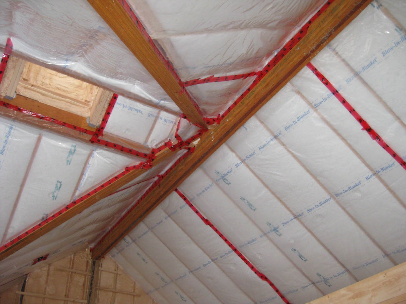 Потолок в частном доме: как утеплить со стороны чердака?