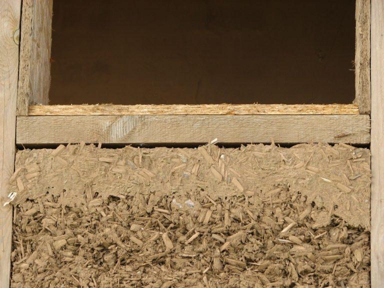 Утепление потолка опилками: способы и пошаговые инструкции!