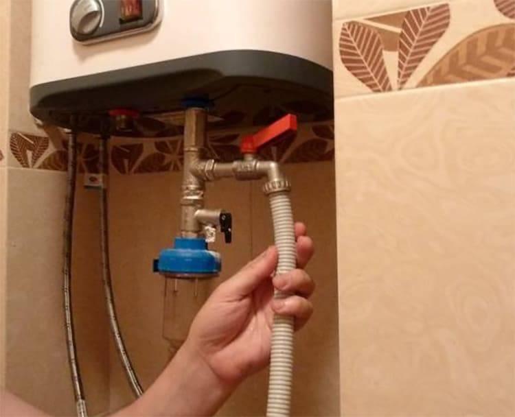 Как слить воду с водонагревателя - проточного, напольного и других видов, зачем это нужно делать