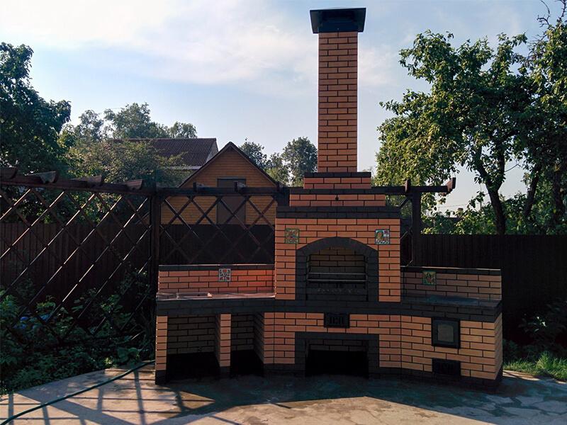 Летняя кухня на даче с барбекю и мангалом: проекты, фото с печью и казаном
