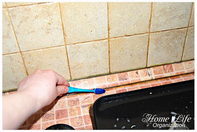 Как очистить швы между плиткой на кухне?