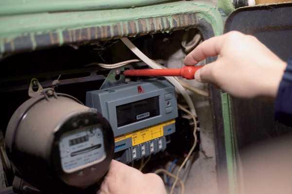 Можно ли самому заменить электросчетчик в квартире - правила установки, этапы подключения