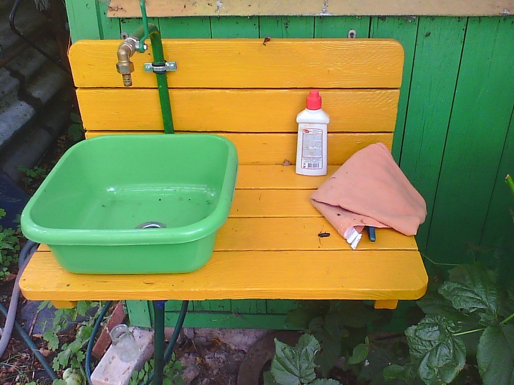Садовый мойдодыр: делаем дачный умывальник сами