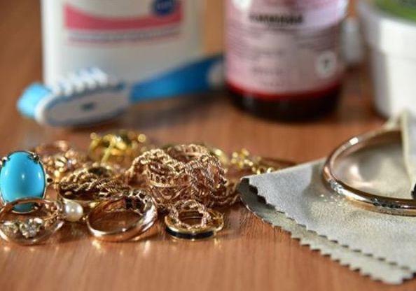 Как быстро и эффективно почистить золото в домашних условиях, чтобы блестело!