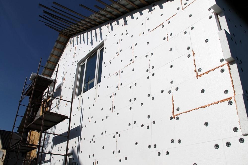 Утепление фасада дома пенопластом: инструкция по монтажу