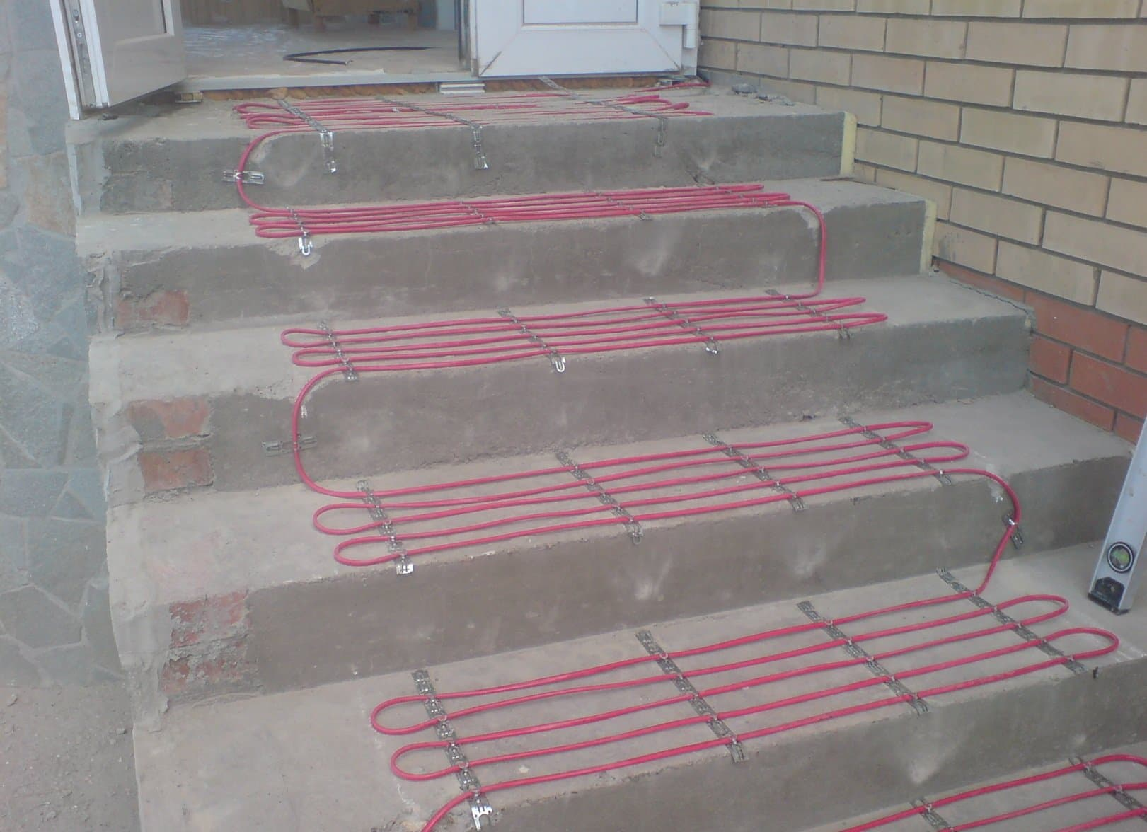 Обогрев ступеней крыльца, дорожки, уличной лестницы