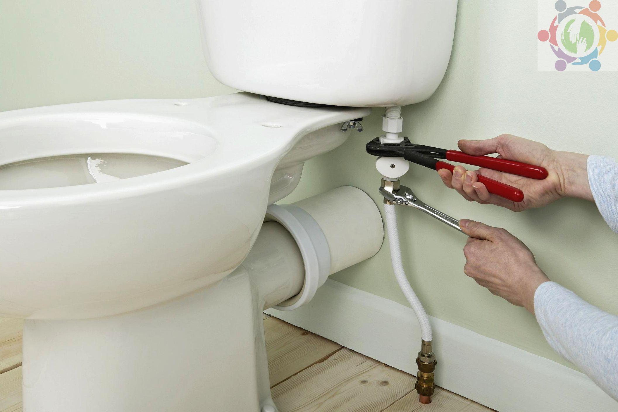 Как установить крышку на унитаз: инструкция с фото