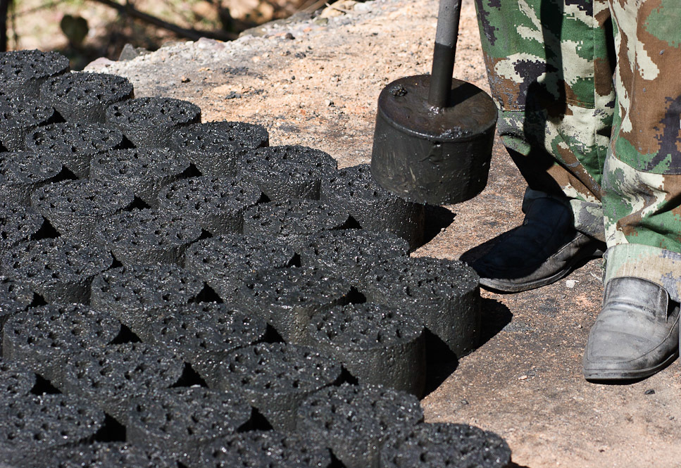 Новый революционный вид топлива: как применять брикеты для отопления и можно ли изготовить самостоятельно
