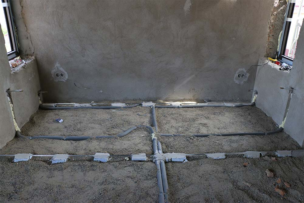 Трубы отопления в полу: прокладка под стяжку, виды, плюсы и минусы