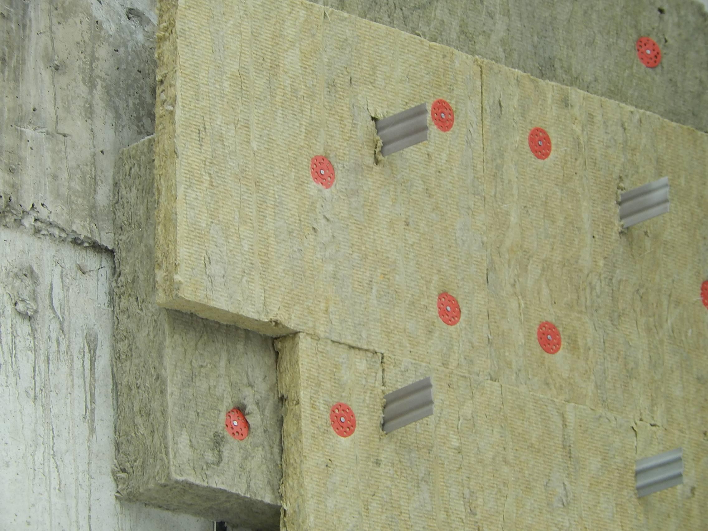 Использование дюбелей для теплоизоляции