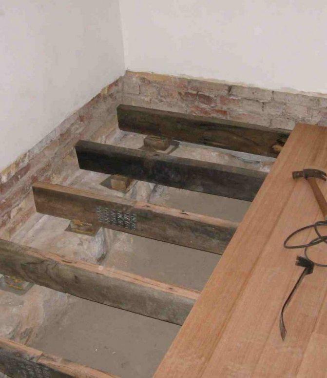 Как смонтировать деревянный пол в частном доме, инструкции и выбор материала