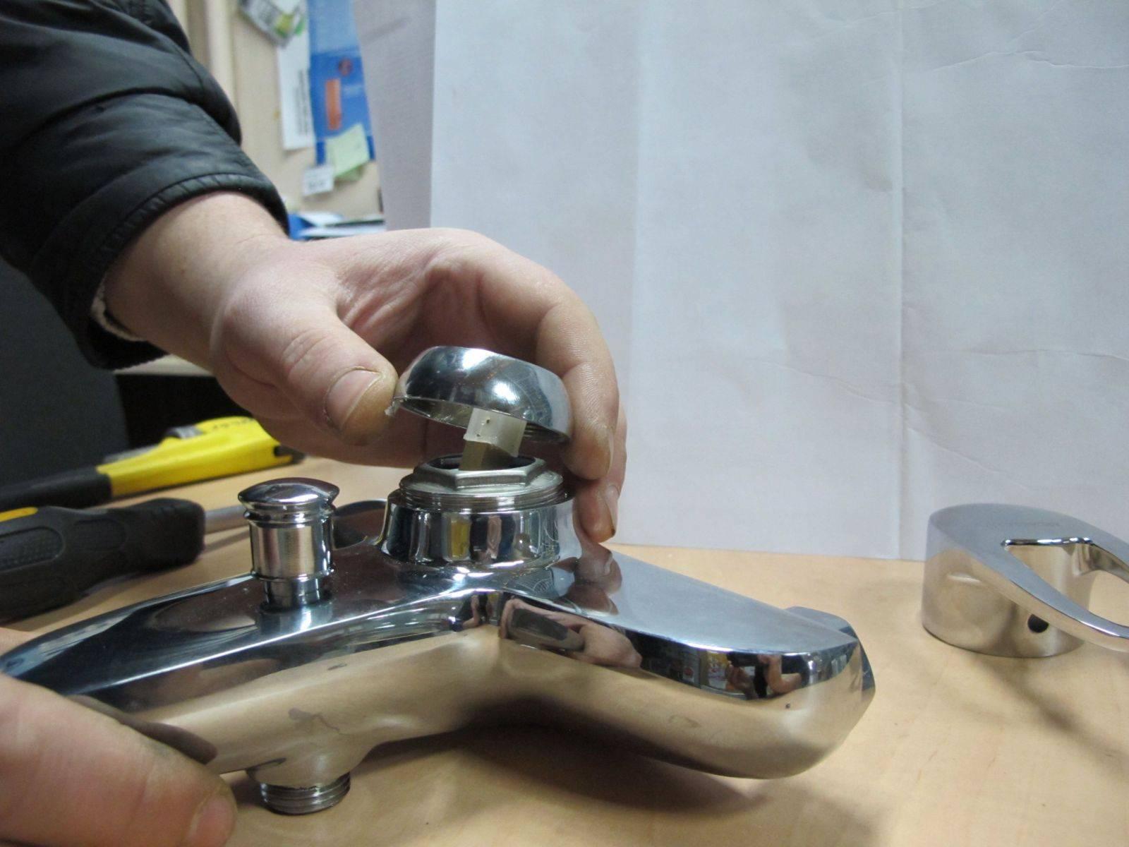 Капает кран на кухне или в ванной: как починить своими руками
