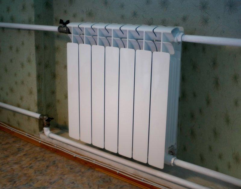 Крепление батарей отопления к стене