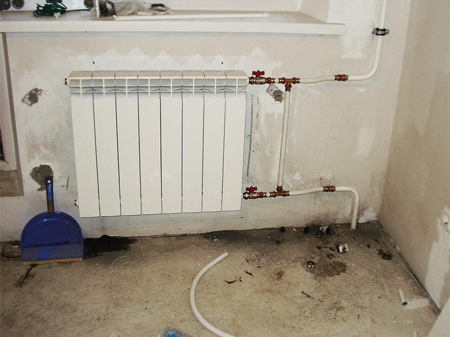 Кронштейны для крепления радиаторов отопления к стене и полу