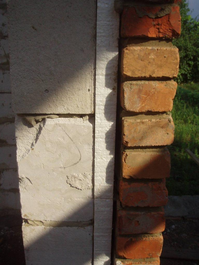 Как утеплить сруб с фасадом из кирпича
