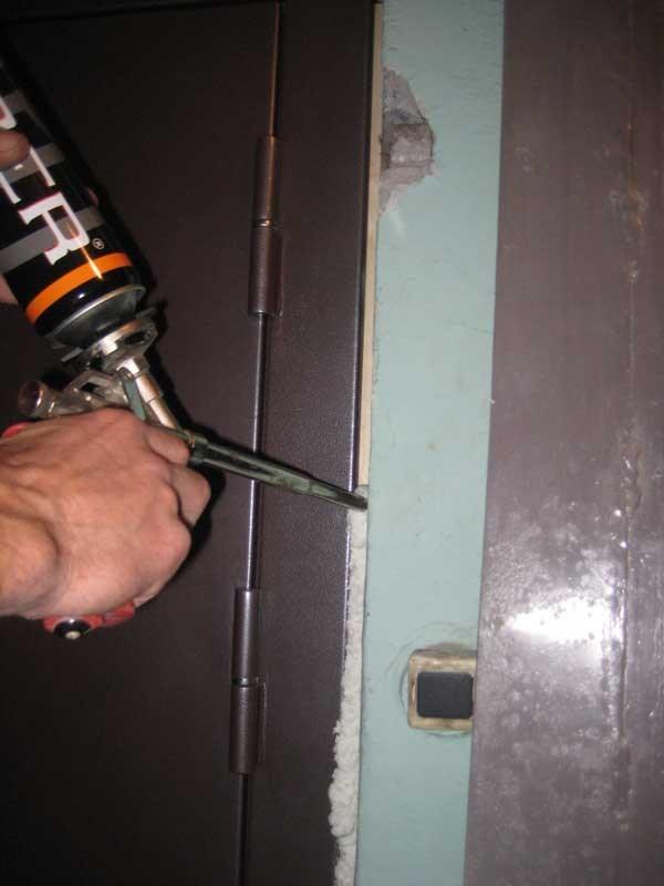 Утепление металлической входной двери своими руками
