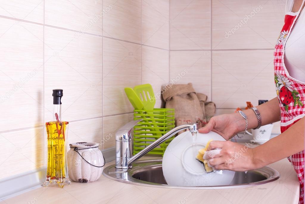 Как быстро помыть посуду: самые эффективные методы
