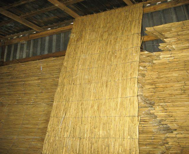 Утепление деревянного потолка с глиной и камышом: как обмазать и технология