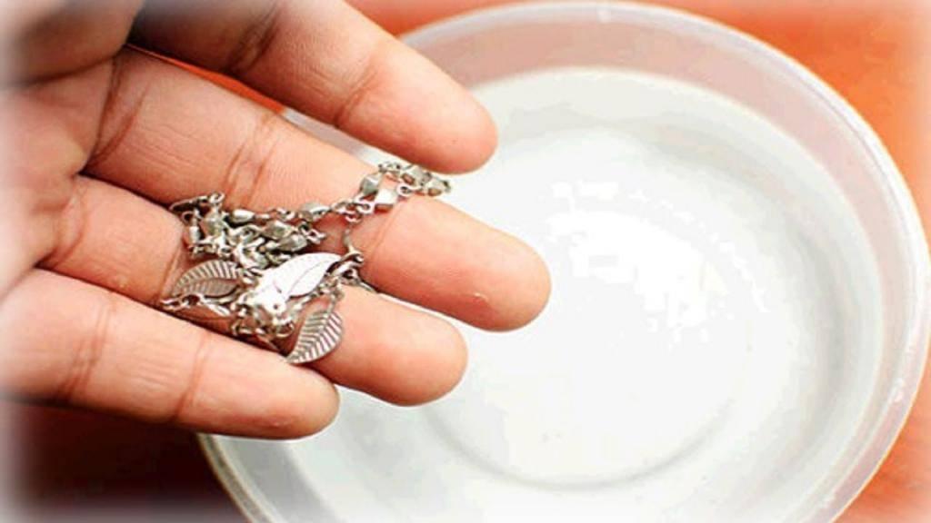 Как правильно чистить золото с камнями и не испортить украшение