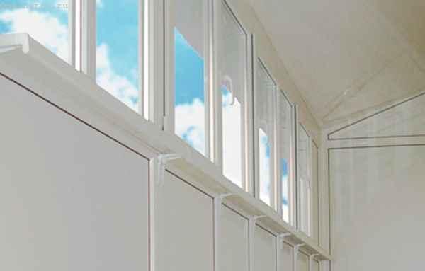 Варианты и материалы для обшивки балкона изнутри