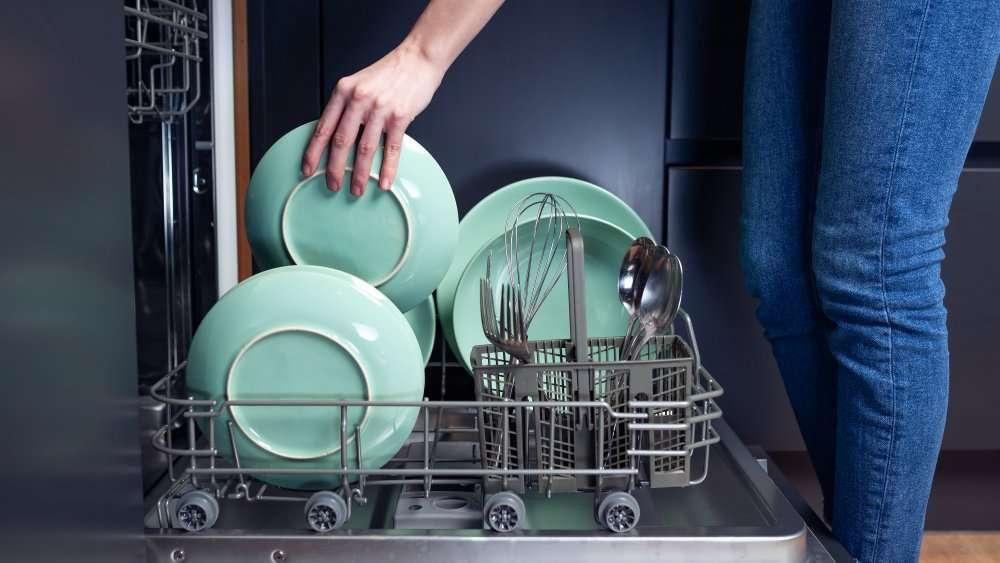 Как можно руками быстро помыть посуду?