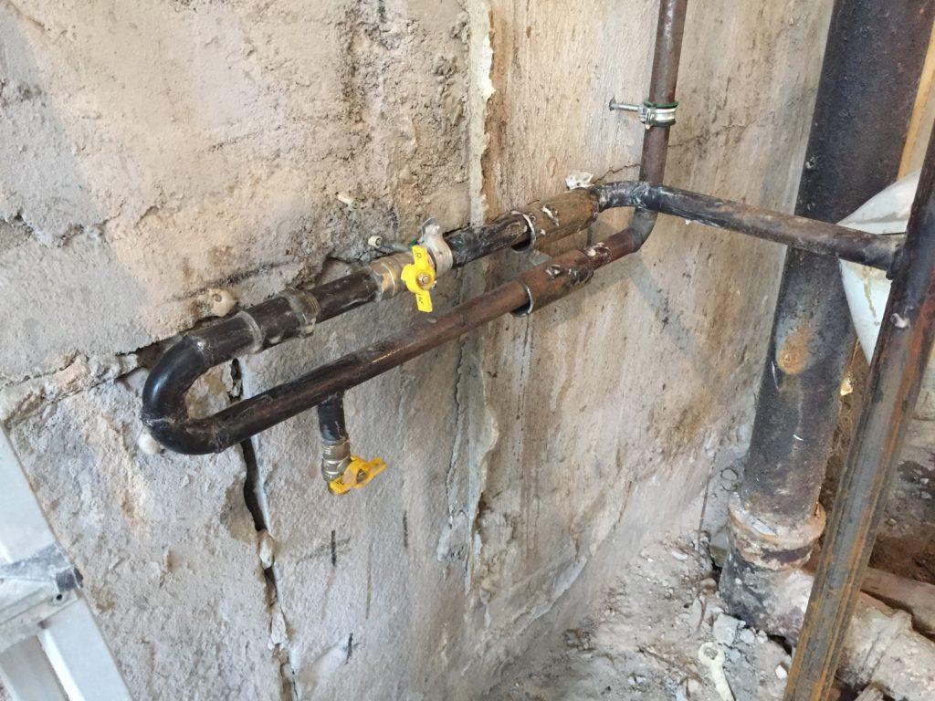 Перенос газовой трубы на кухне: правила выполнения работы