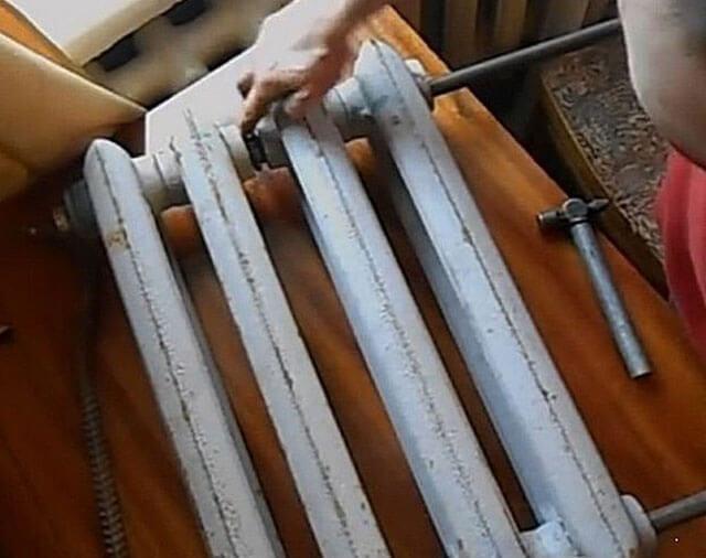 Как разобрать радиатор отопления своими руками: разборка по секциям алюминиевой батареи, биметаллического или чугунного радиатора