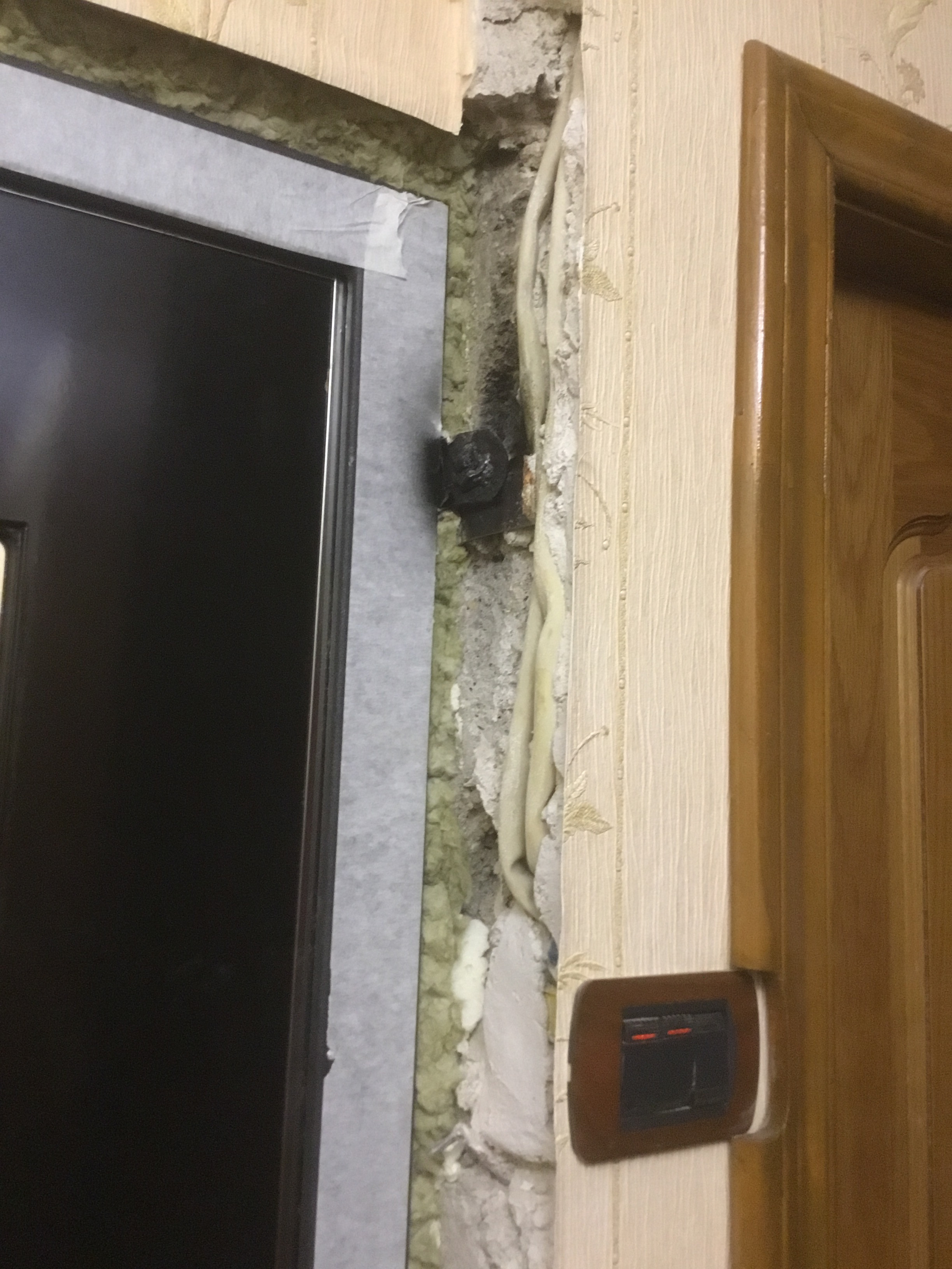 Как правильно отделать дверные откосы?