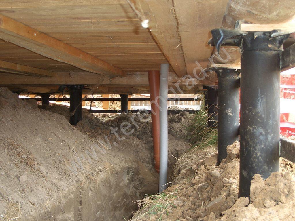 Как утеплить фундамент на винтовых сваях деревянного дома?