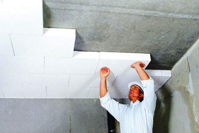 Утепление потолка в частном доме изнутри: чем утеплить внутри помещения, варианты с пенопластом, как выбрать утеплитель для бетонного потолка
