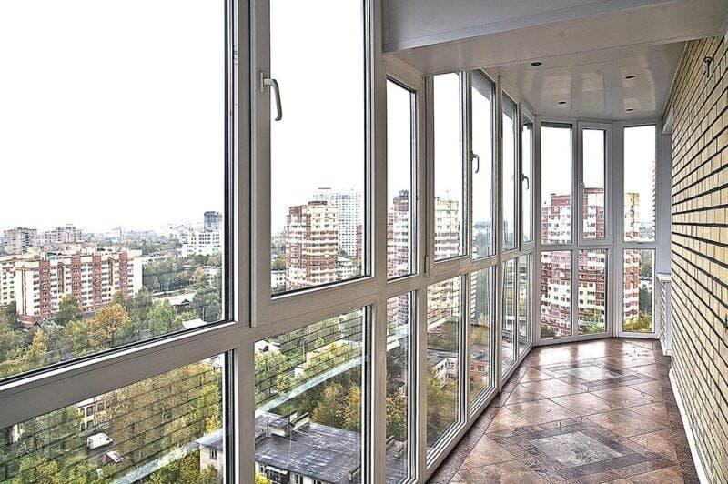 Разбираемся в особенностях утепления стеклянного балкона