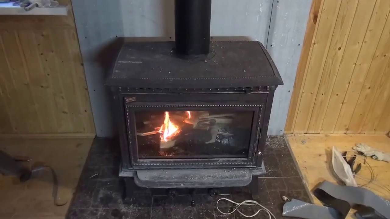 Монтаж печи-камина с целью отопления дома или дачи