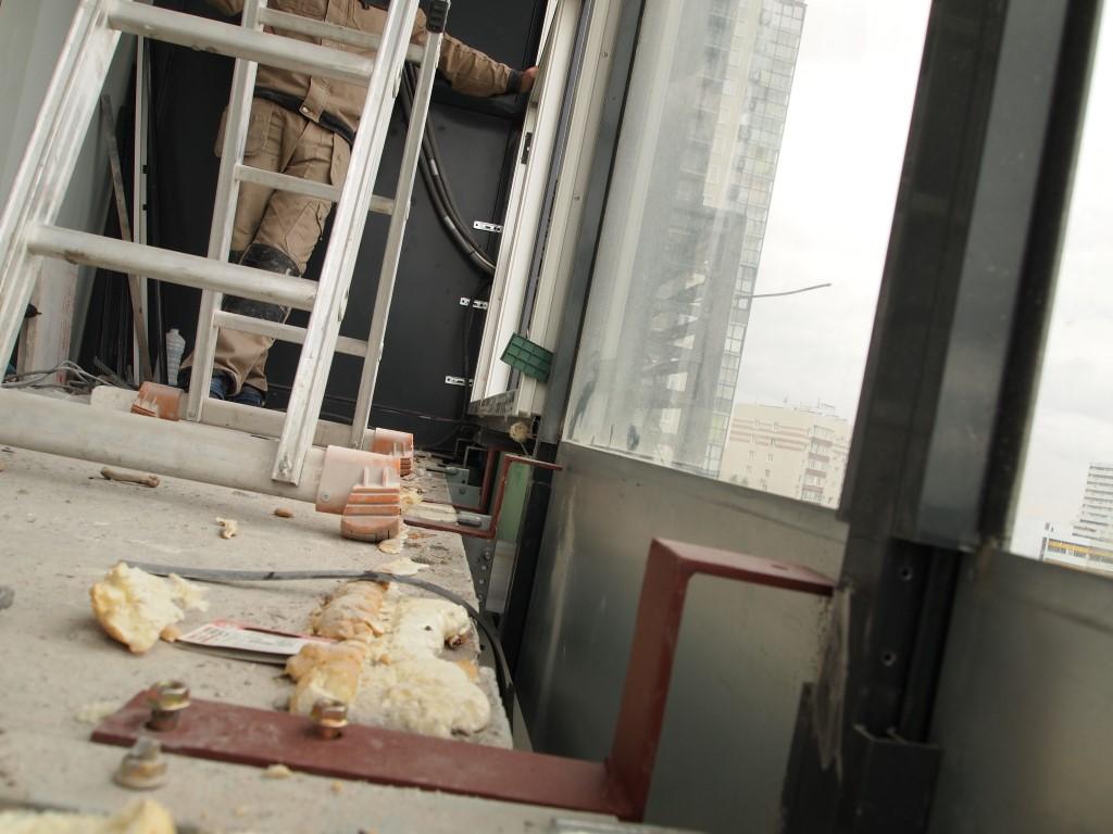 Как утеплить панорамный балкон в новостройке с холодным фасадом
