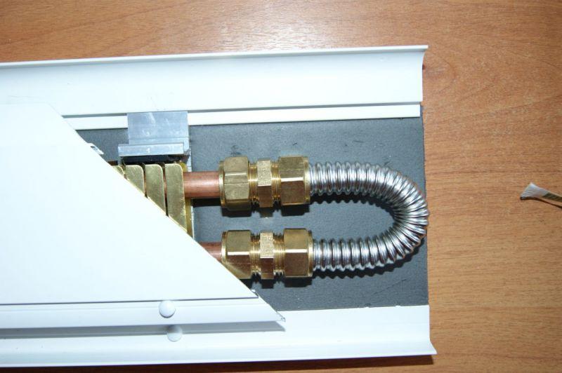 Теплый плинтус водяной и электрический : особенности эксплуатации и инструкция по установке своими руками