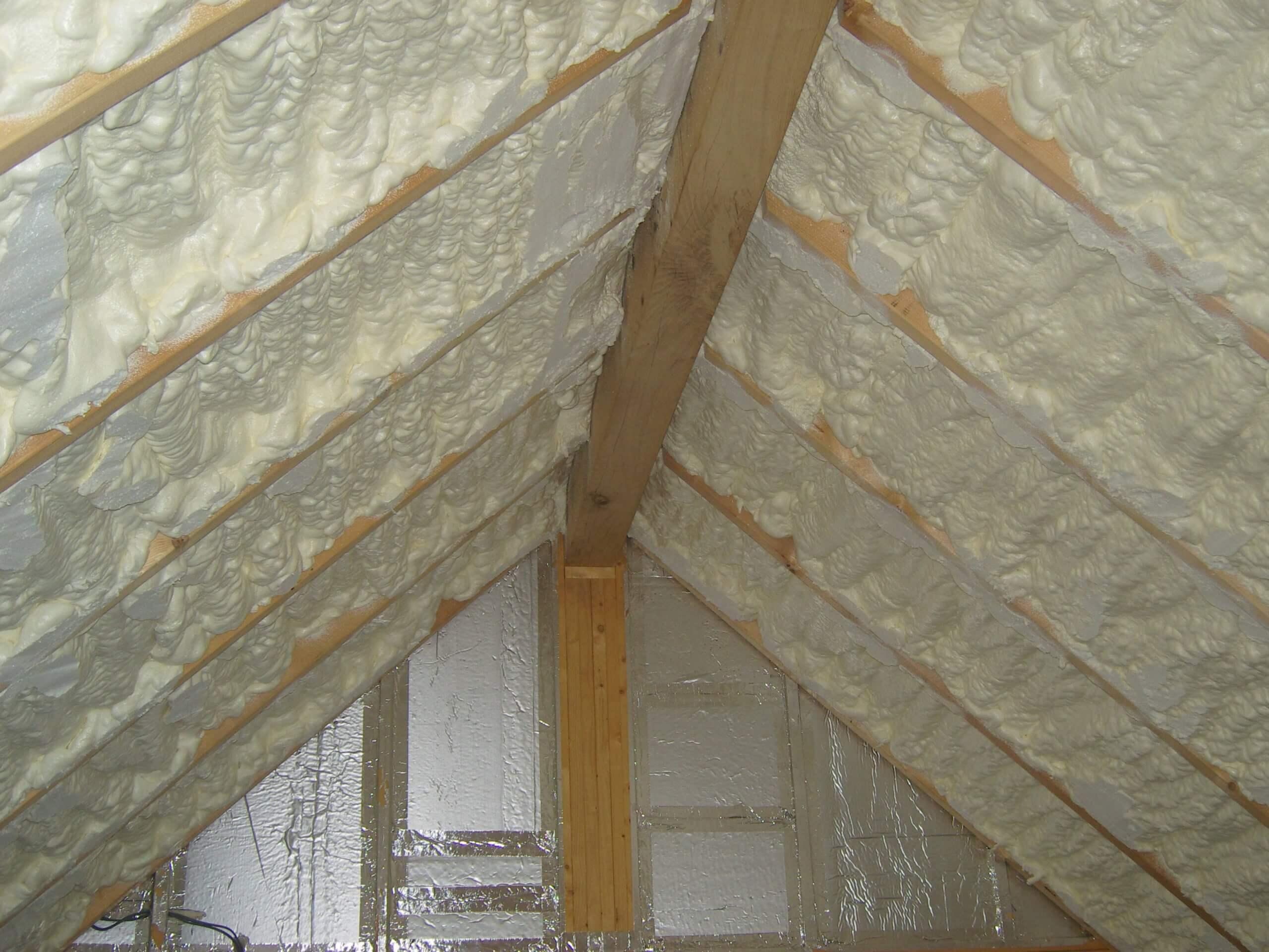 Теплоизоляция для крыши: как спастись не только от теплопотерь, но и от и избытка тепла