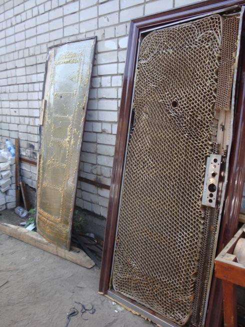 Как утеплить металлическую входную дверь изнутри пенопластом и другими материалами